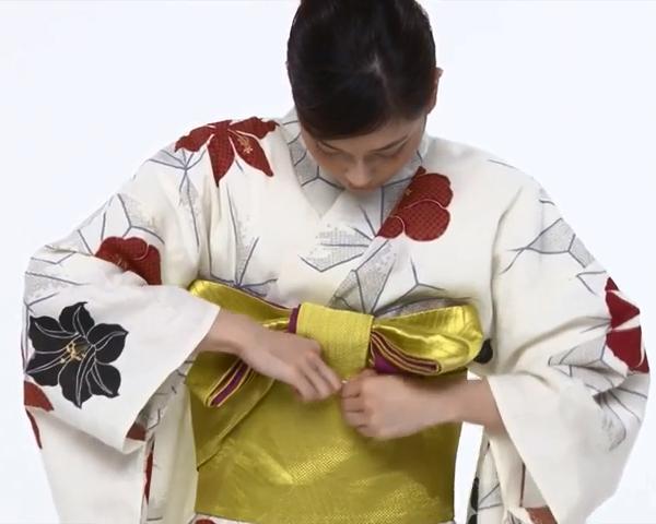 【わかりやすい動画付き】浴衣のセルフ着付け・帯の結び方 - 一人でできる! 女性の浴衣の着方は?_64