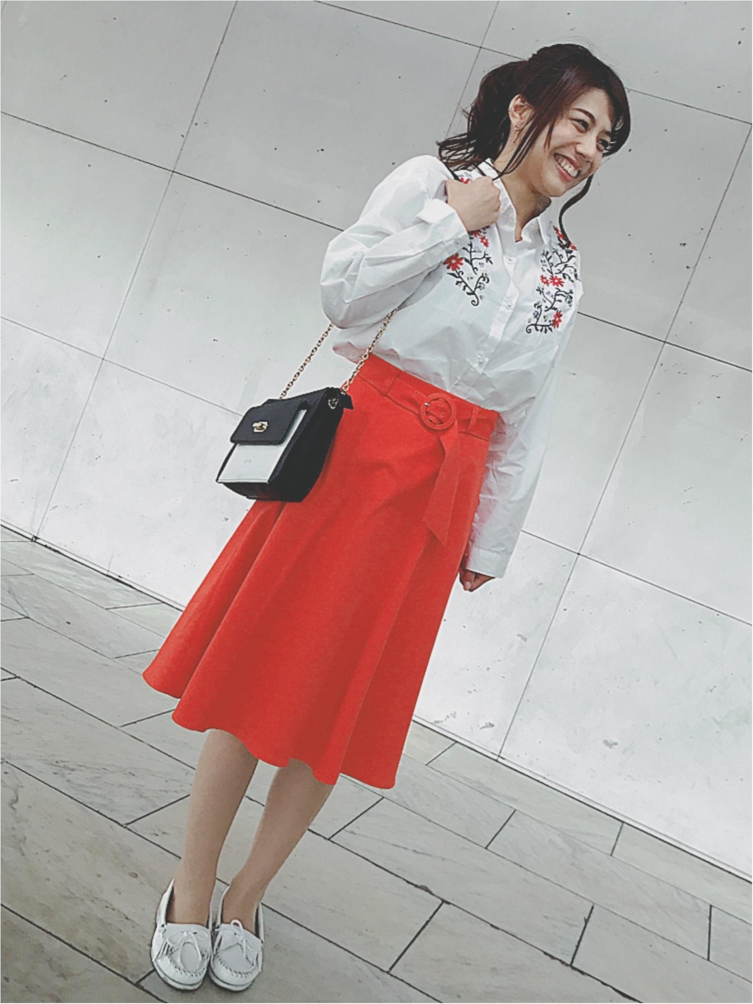 ★流行りの刺繍トップス♡ガーリーアイテムがちょっぴり苦手な私はキレイ色スカートで大人レトロコーデ★_2