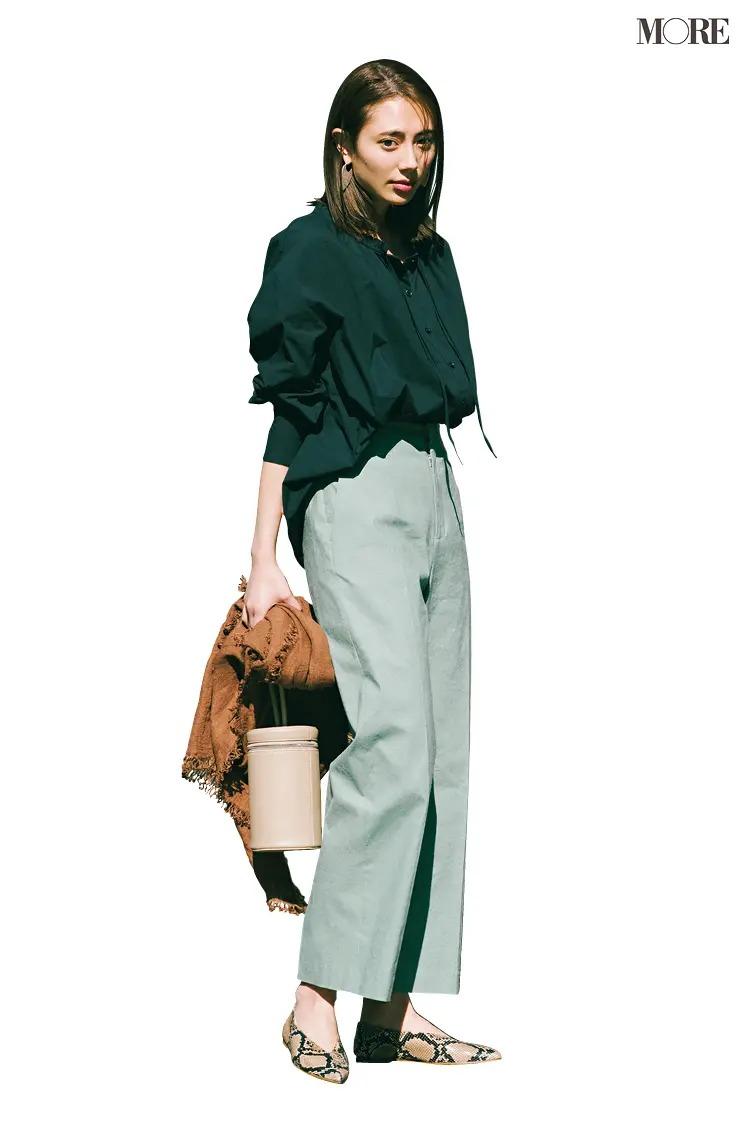【夏のぺたんこ靴コーデ】11. はり感のあるワイドパンツとならボリュームシャツもシャープに