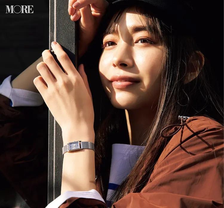 レディース腕時計おすすめブランドのJouete(ジュエッテ)の腕時計を付けた井桁弘恵