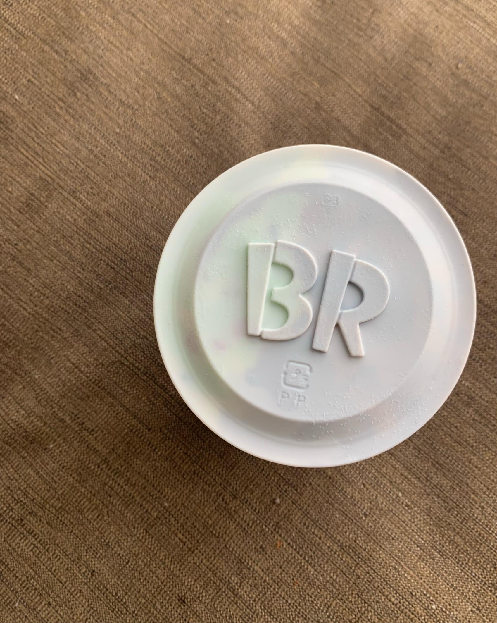 サーティワンアイスクリームのカップのロゴ入りフタ