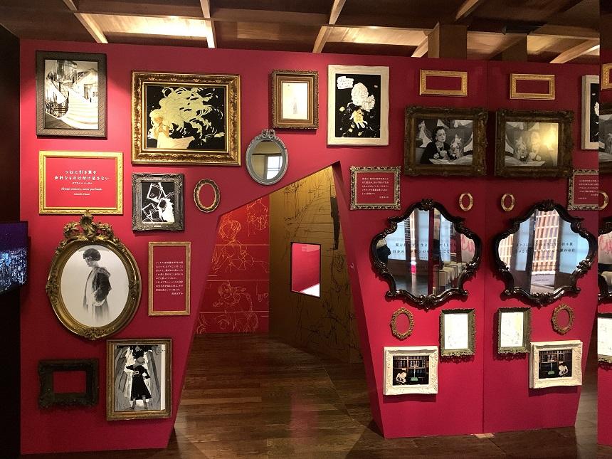 京都で行われているシャネルミロワール展の序章となる鏡のエントランス