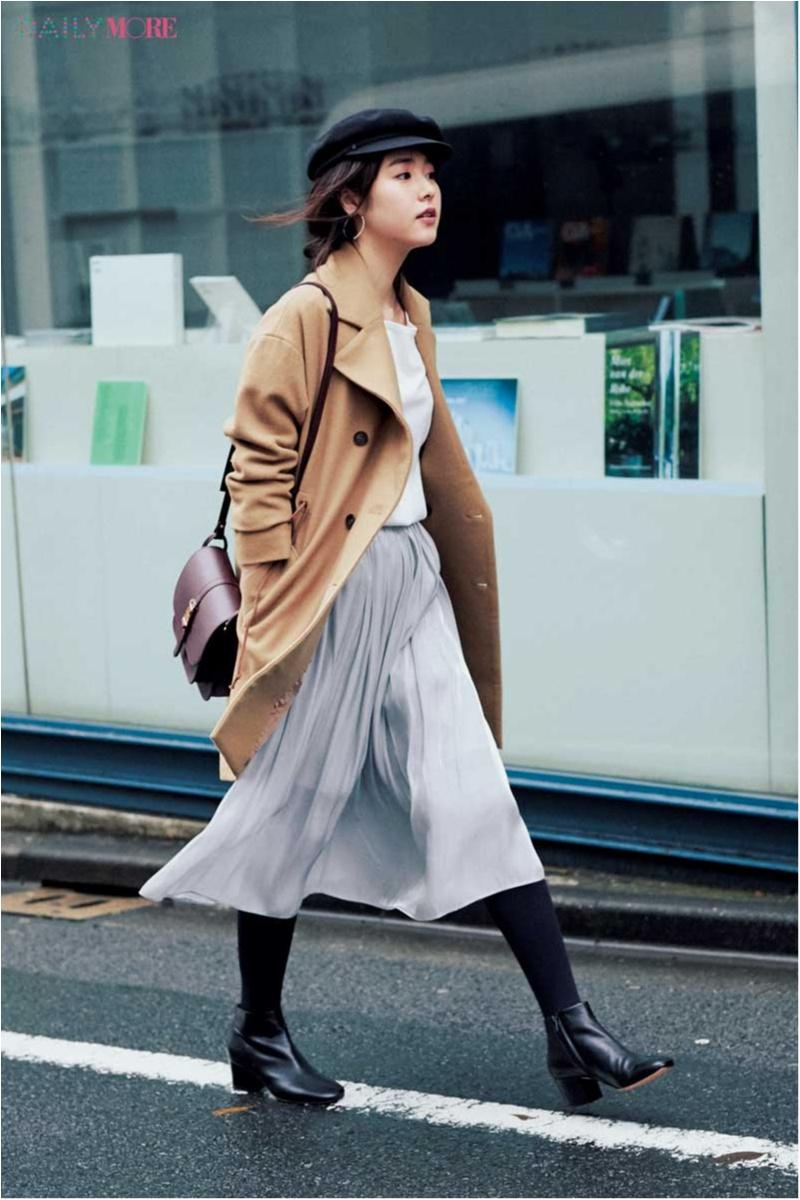 【今日のコーデ】薄グレイのプリーツスカートで淡色フェミニンコーデ。足もとはもちろん黒できゅっ。_1