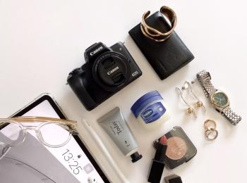 【バッグの中身07】クリエイター・影山カレンさんのマストハブアイテムは、iPad Proとマスクのかすれ防止に使える『Vaseline』!