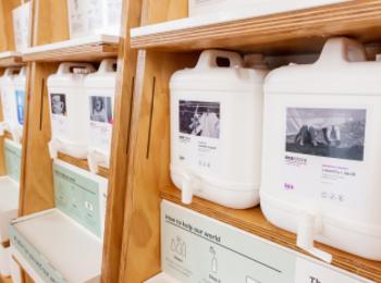 『ナチュラルローソン』で、『ecostore』洗剤の量り売りがスタート! 使い捨てプラスチックの削減に協力しよう