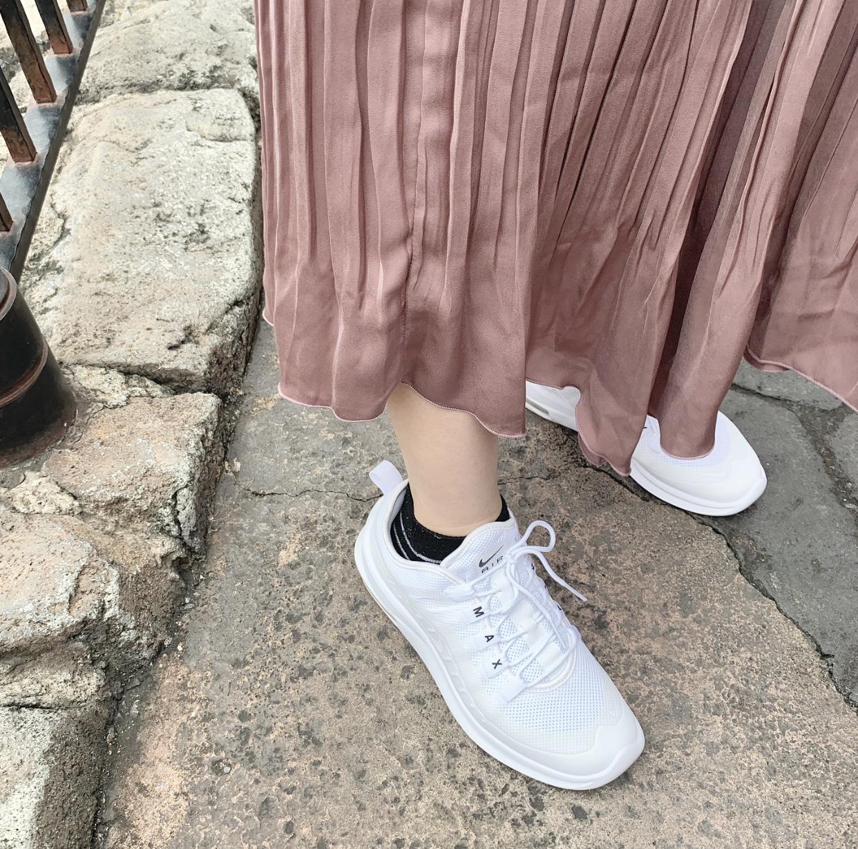 大人っぽいスニーカーコーデ特集《2019年版》 - 20代女子のきれいめカジュアルにおすすめのスニーカーは?_31