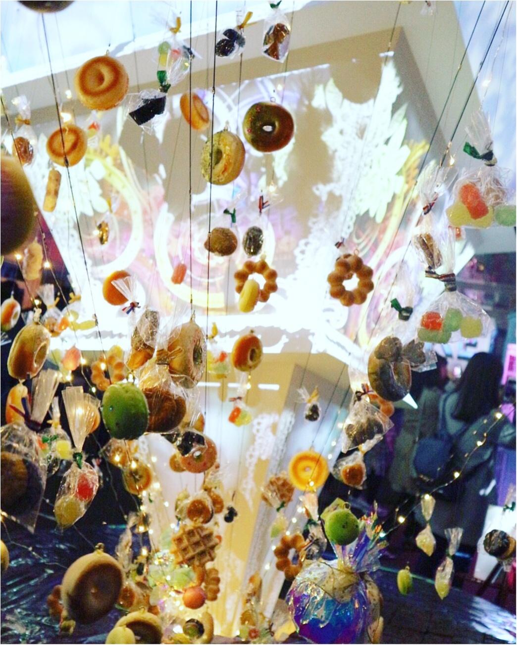 『お菓子の街』が表参道に現れた!キャンディのネオン看板❤︎ハチミツの街灯❤︎ブラウニーの石畳❤︎チョコレートの惑星❤︎カップケーキの火山…お菓子の魔法にかけられて✨≪samenyan≫_11