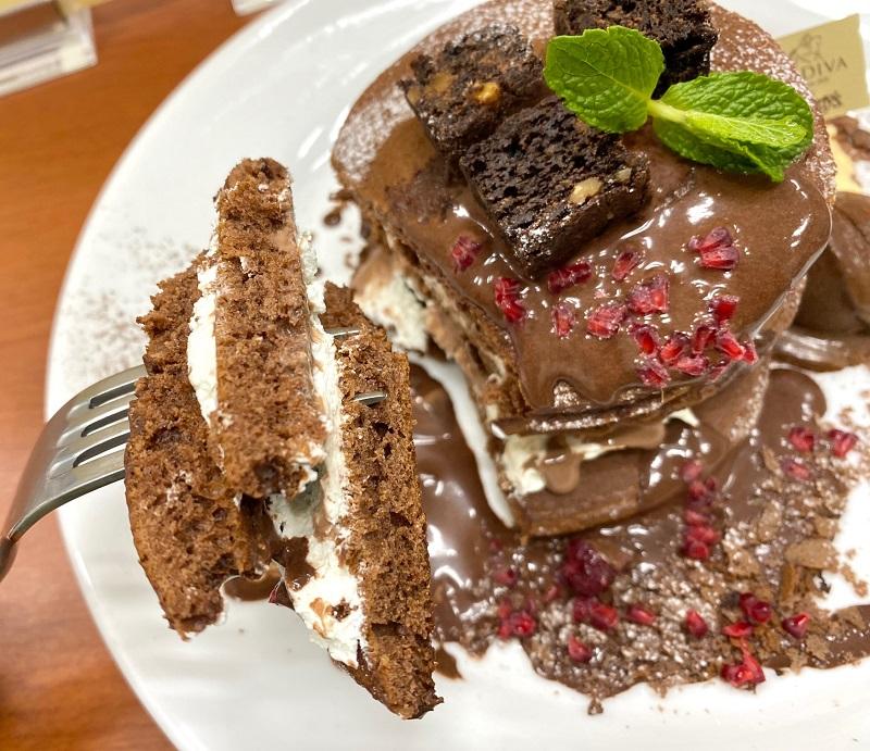 『デニーズ』×『ゴディバ』第2弾。「GODIVA チョコレートパンケーキ」