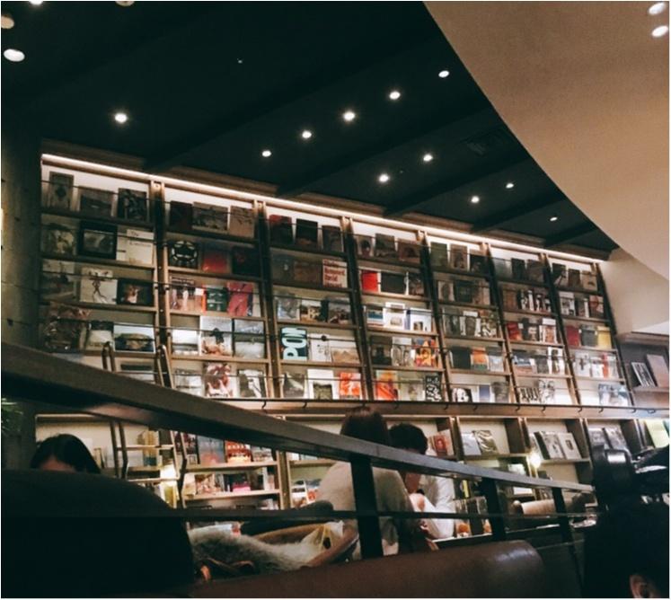 """《渋谷のど真ん中に""""おしゃカフェ""""あり!》仕事もできて本も読み放題♡WIRED TOKYO 1999_2"""
