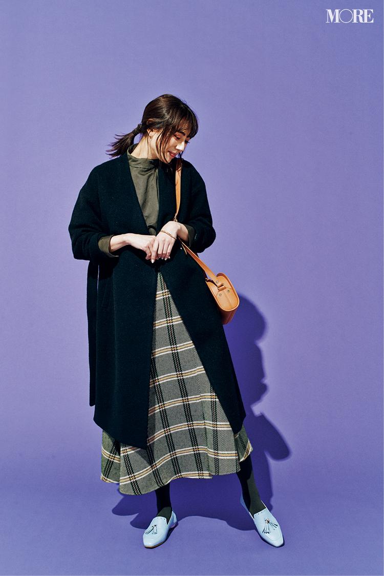 冬にくすみ色のローファーを履くならワントーンの足元に