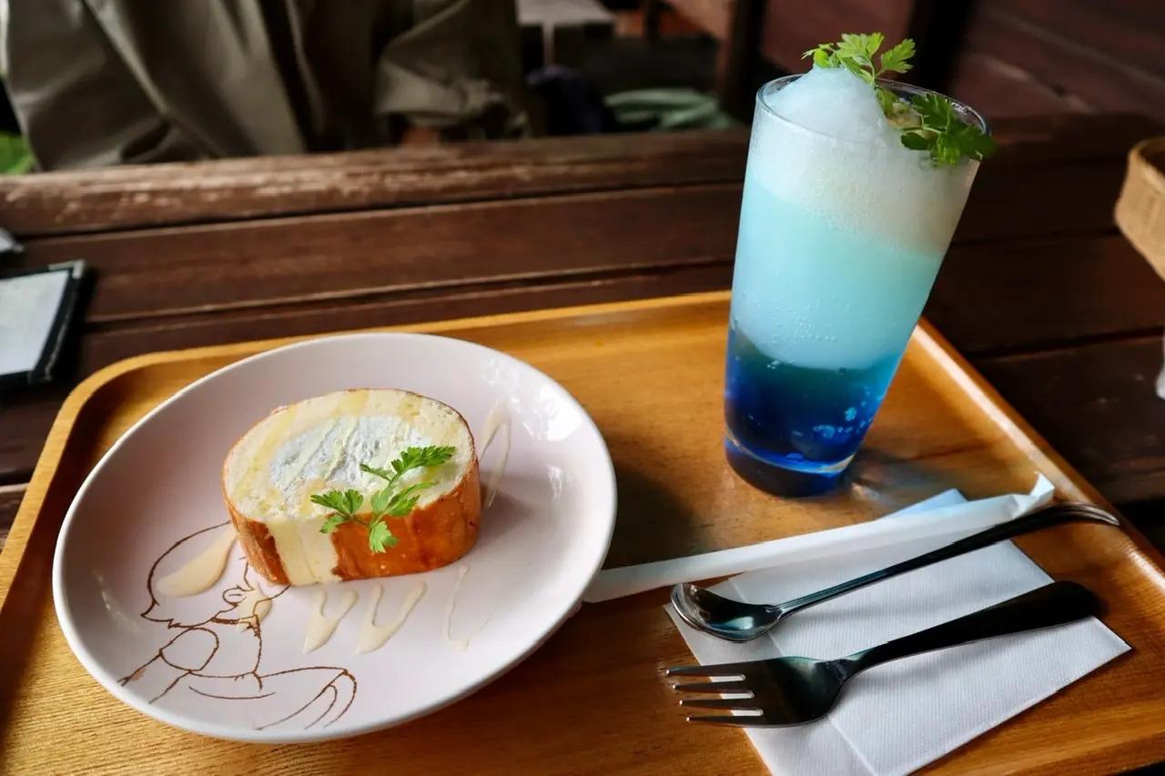 六甲高山植物園のカフェのクリームソーダ