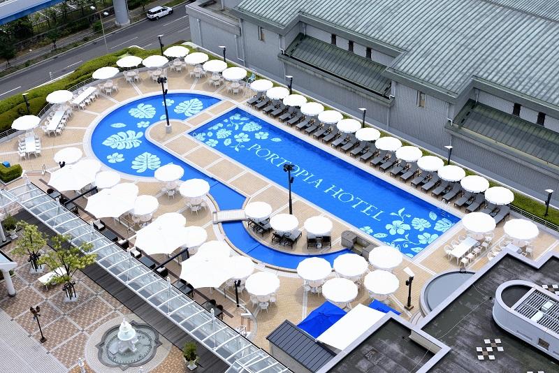 『神戸ポートピアホテル』プールを上空から写した写真