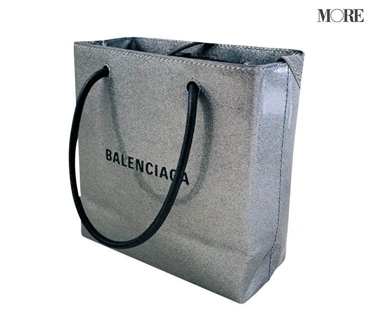 内田理央が愛用するバレンシアガのバッグ