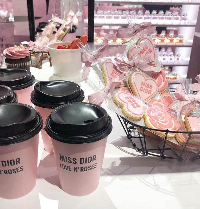 「MISS DIOR LOVE N'ROSES ミス ディオール展覧会」オープニングイベントで、鈴木友菜ちゃんを発見!_2