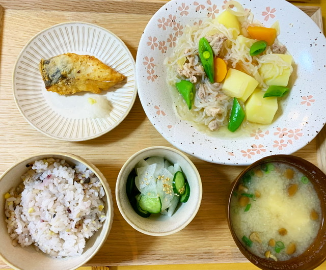 【栄養士の夜ごはん】簡単夜ご飯♡作り置きしてたミートソースと肉じゃがを…?_2