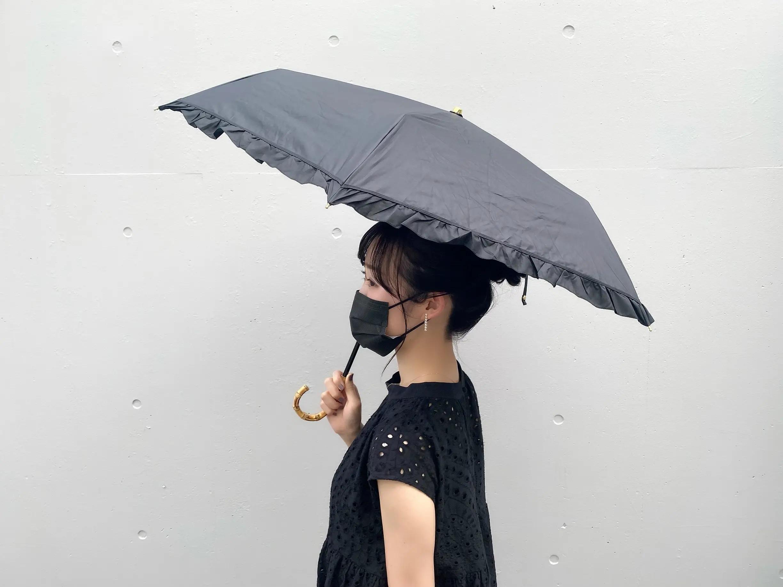日傘をさす、結紀奈さん