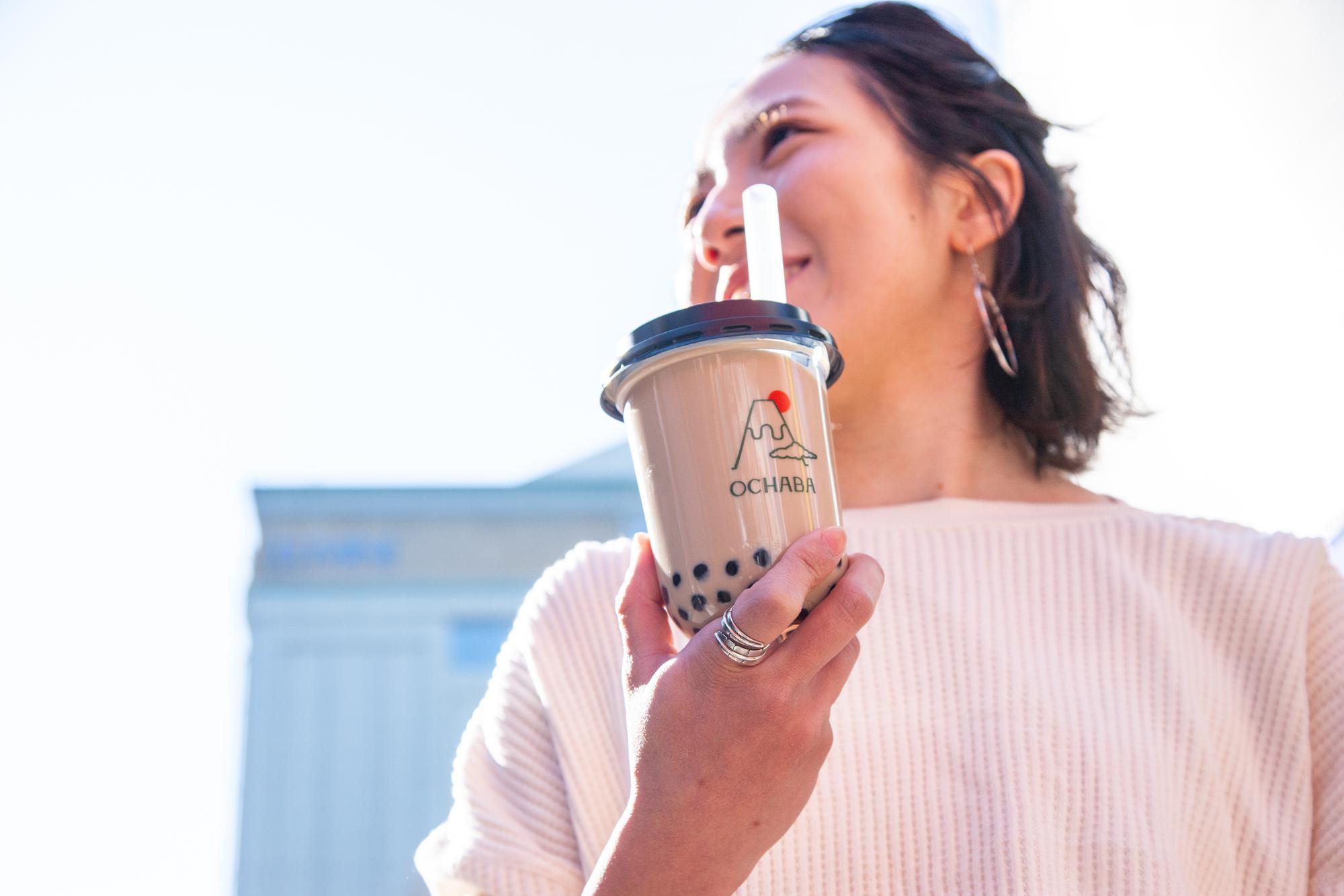 """全ドリンクに""""黒蜜入りわらび餅""""が入ってる♡ 世界唯一の日本茶ミルクティー専門店『OCHABA』が新宿に明日オープン_2"""