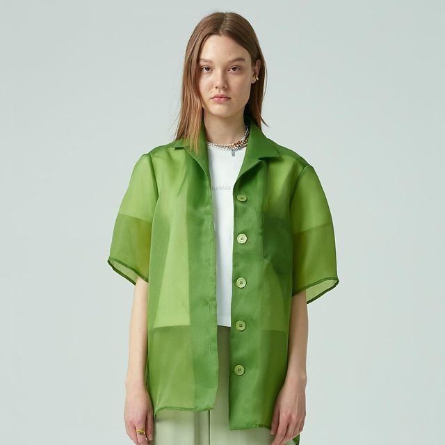 韓国ブランド「ペアリング」のグリーンシャツ