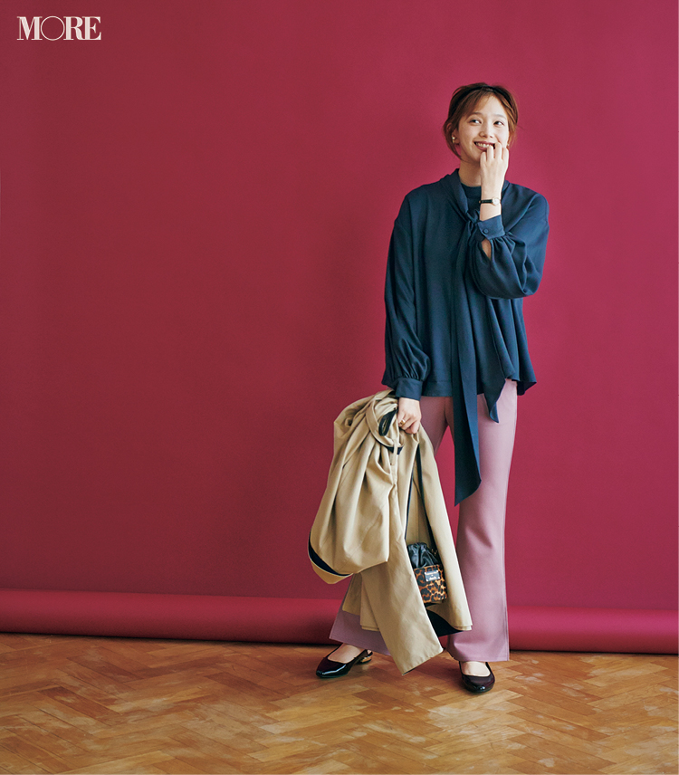 夏に買ったトレンド服、まだ使えます♡ シアーシャツ&くすみパステルパンツの旬な着こなし6選_4