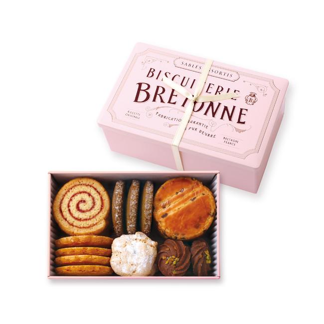 『ビスキュイテリエ ブルトンヌ』のピンクのクッキー缶。ホワイトデー限定。