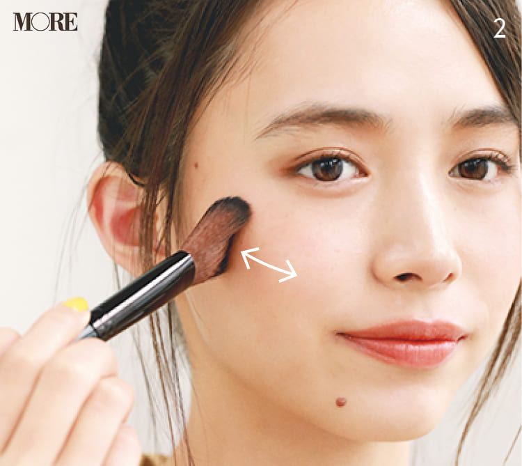 チークの入れ方【2020最新】- 顔型別の塗り方、リップと合わせる春の旬顔メイク方法まとめ_30