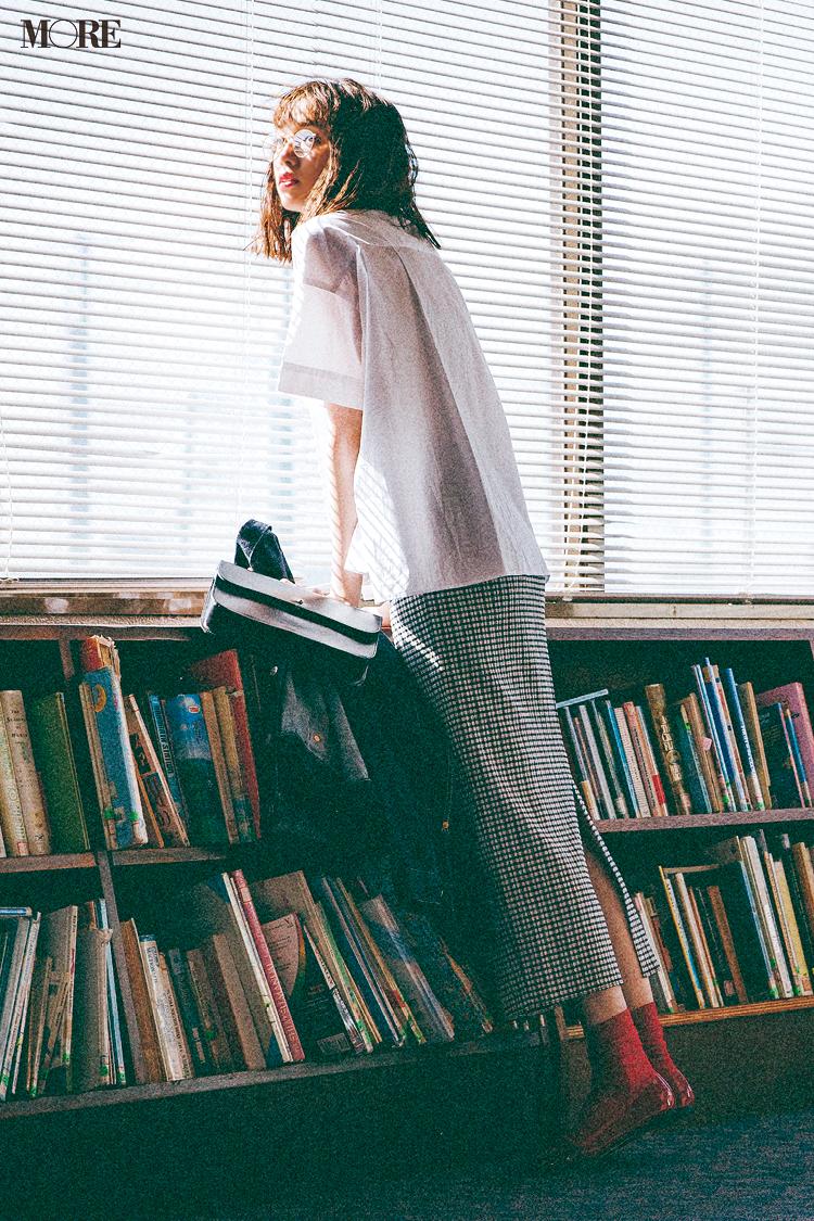 【今日のコーデ】ギンガムチェックのスカートを履いた佐藤栞里