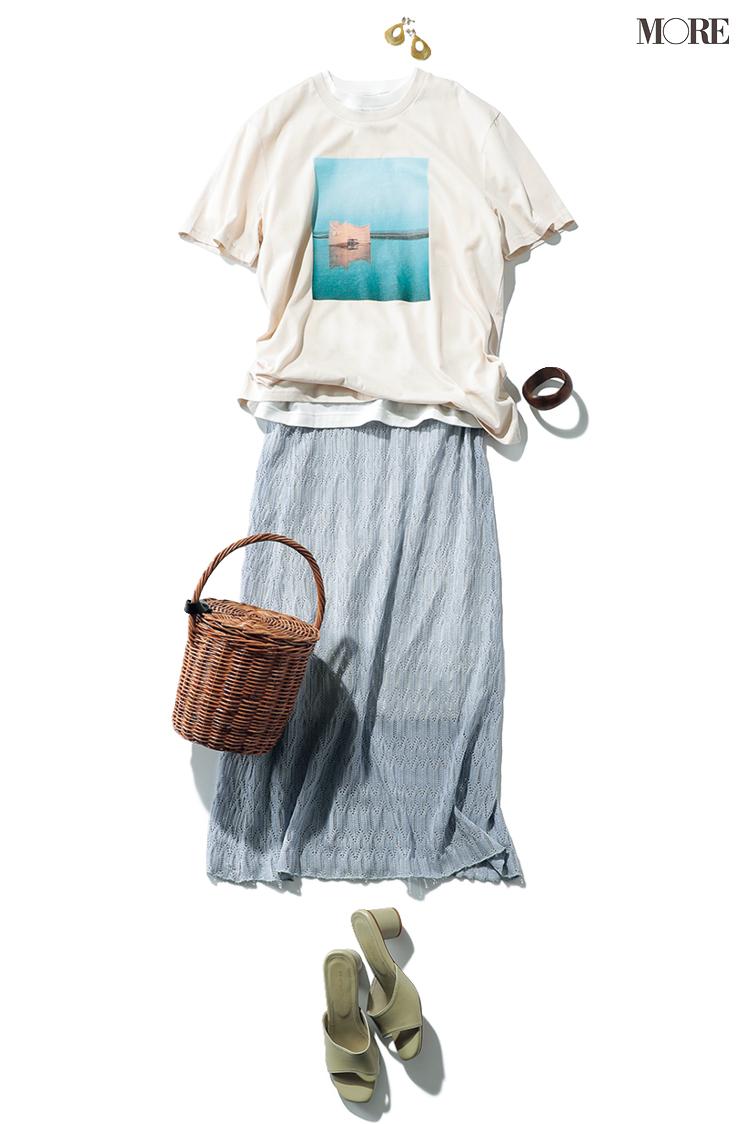 Tシャツにクロシェニットスカートで女らしさを加える