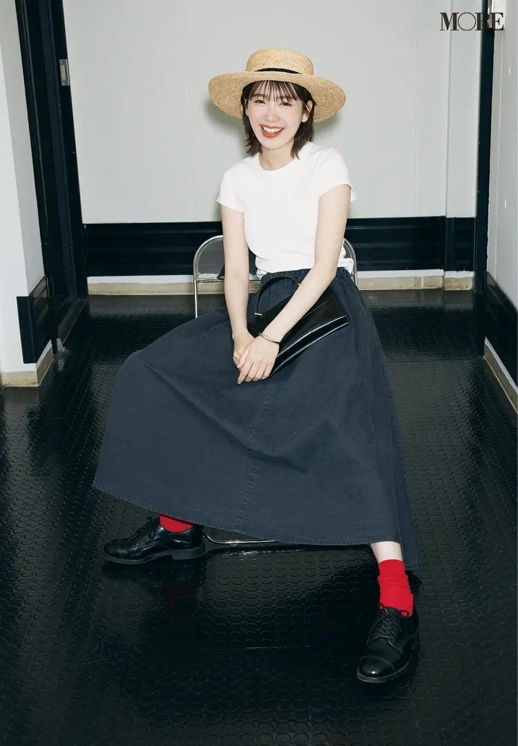 【レディースTシャツコーデ】白Tシャツ×黒のフレアスカートのコーデ