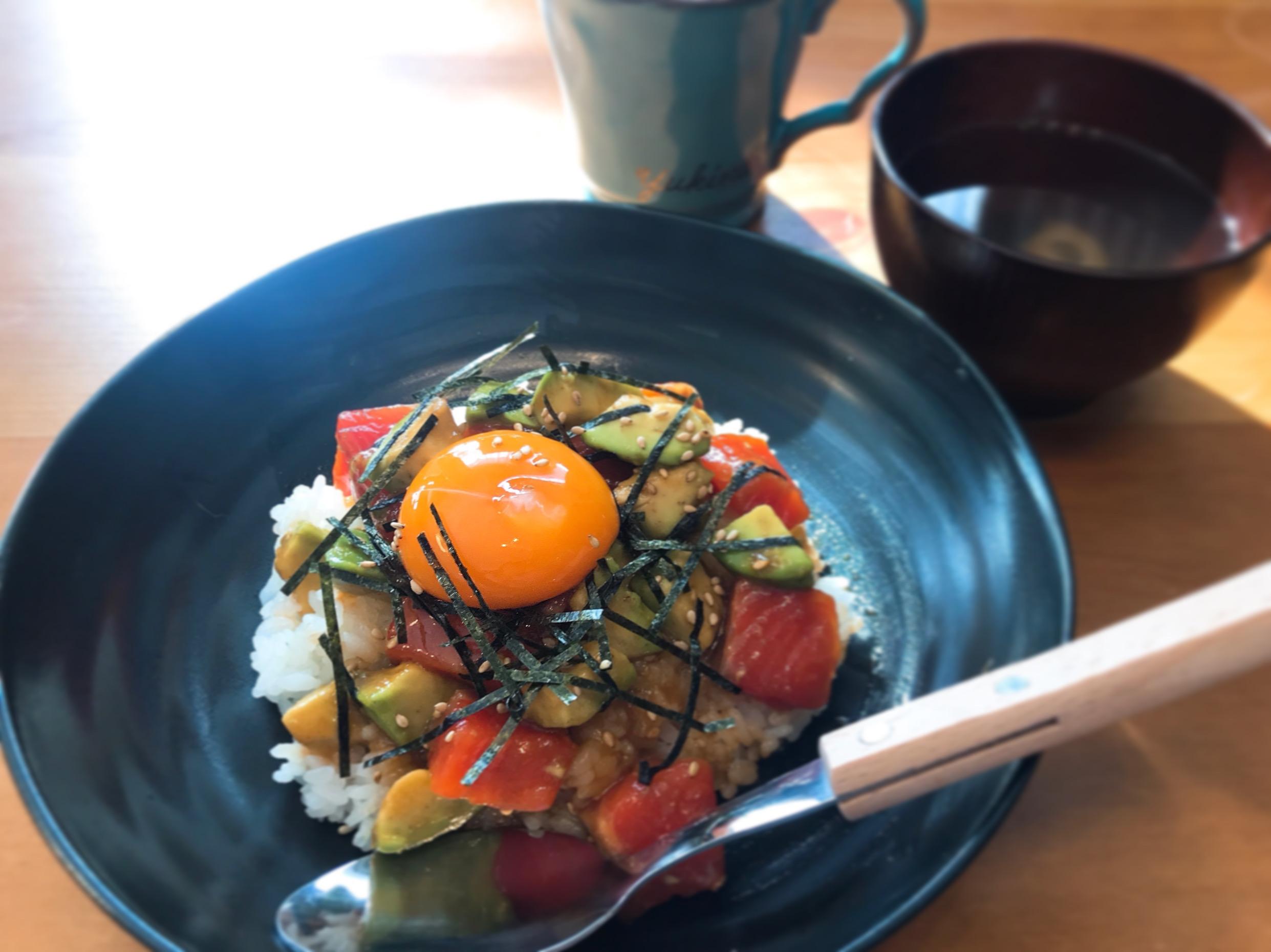 【テレワーク夫婦の時短ランチ】《アボガドサーモンユッケ丼》パパッと作れて美味しいカフェ風メニュー♪_1