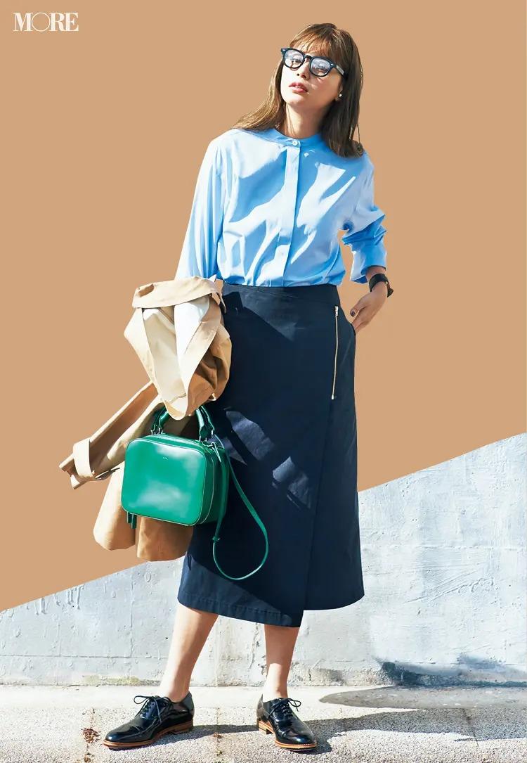 「水色のシャツ」でつくるパリジェンヌ風の通勤コーデ3