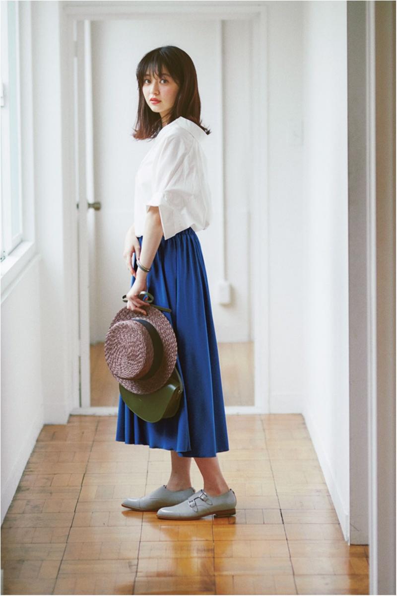 着るだけで華やぐ【真夏のきれい色ボトム】コーデ15選   ファッション_1_12