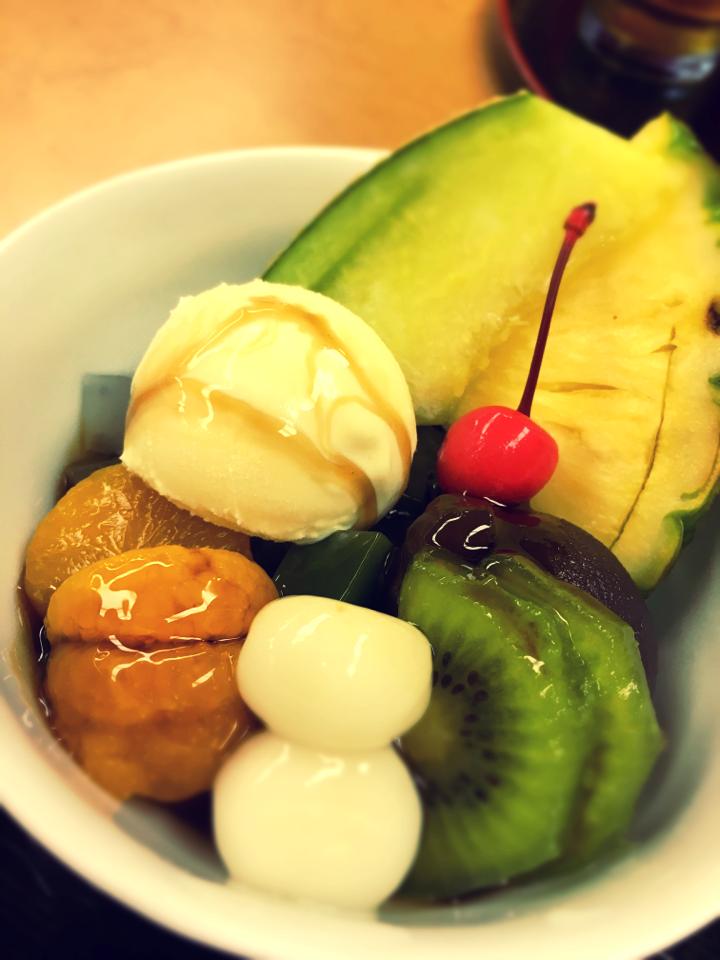 日本橋に行ったら食べたい。老舗の絶品クリームあんみつ_9