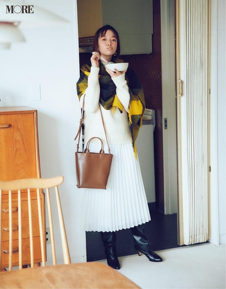 白ニットコーデ【2020冬〜春】- 着膨れしない細見えテクニックなど、白い服の最旬レディースコーディネートまとめ_19