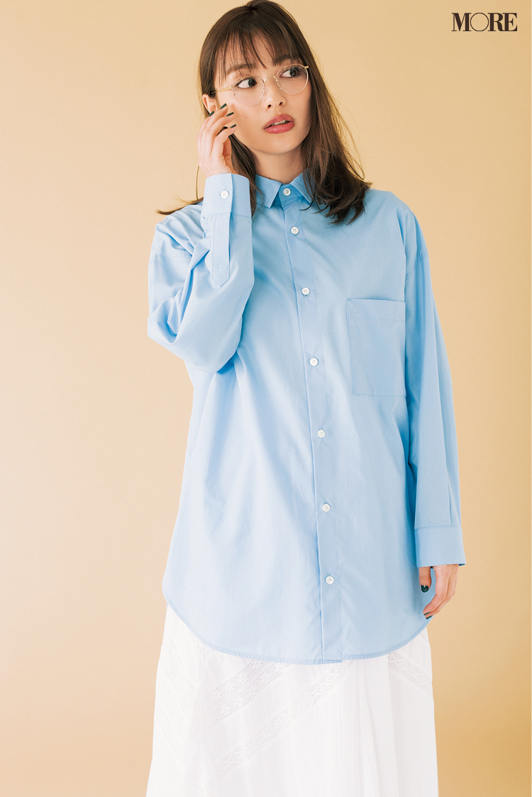 春のシャツはブルー推し! 透け素材、ストライプ、ビッグサイズはこうやって着こなして_1