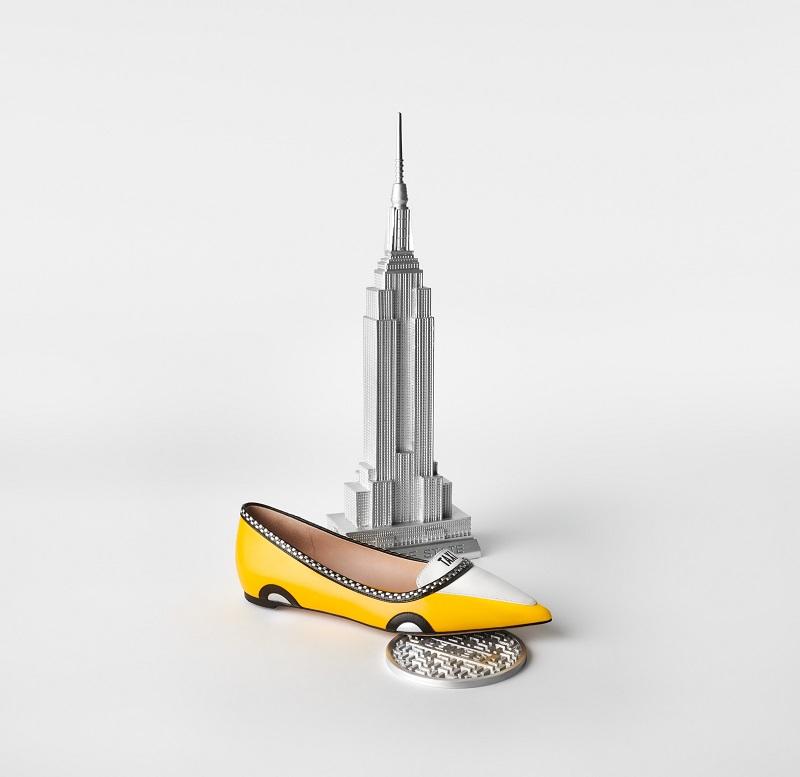 ケイトスペードニューヨークの新作コレクション、タクシーのようなぺたんこパンプス