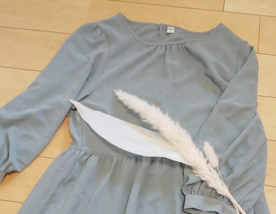 『ユニクロ』の「レーヨンジョーゼットフレアワンピース(7分袖)」