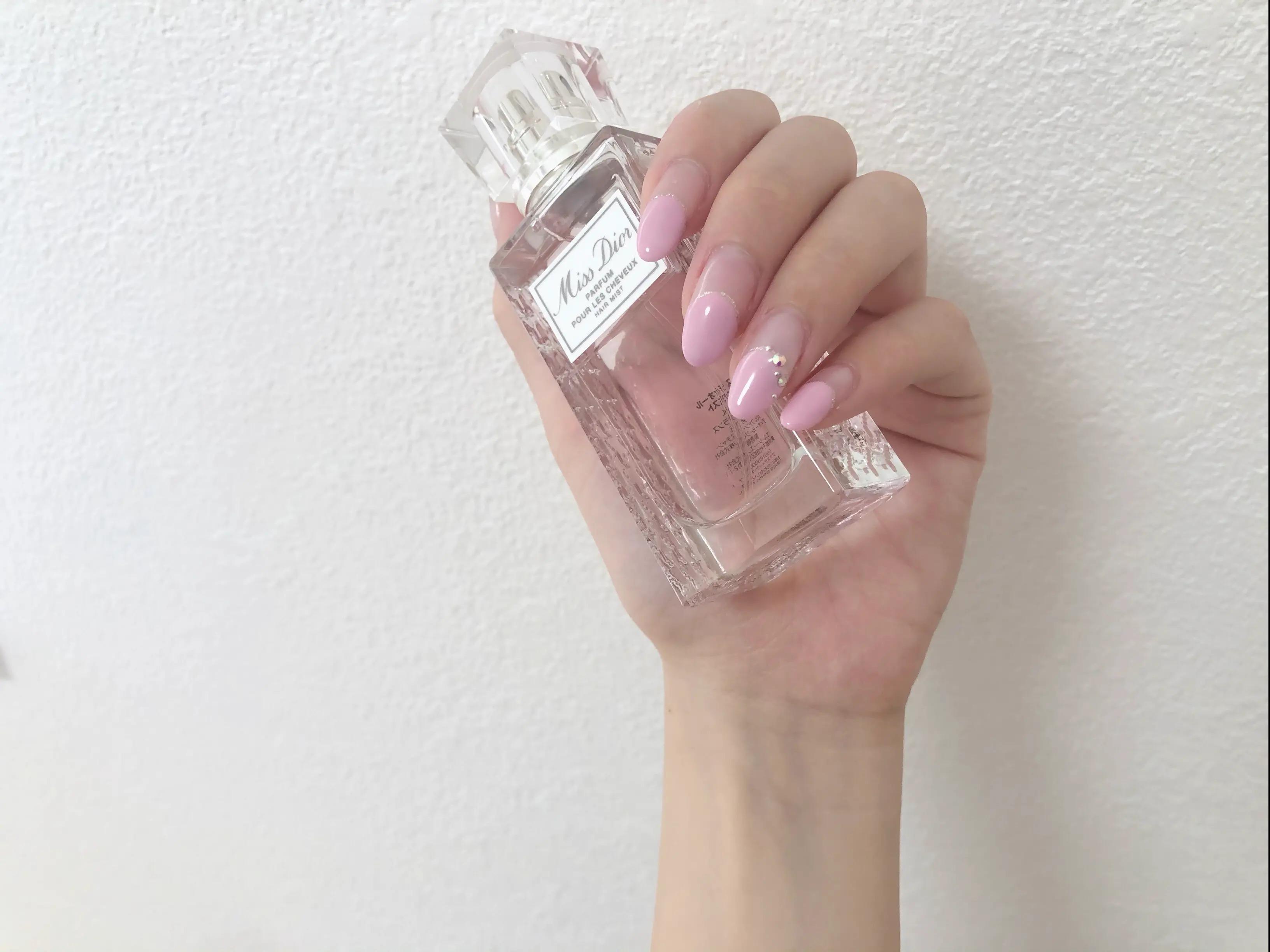 ピンクのフレンチネイル