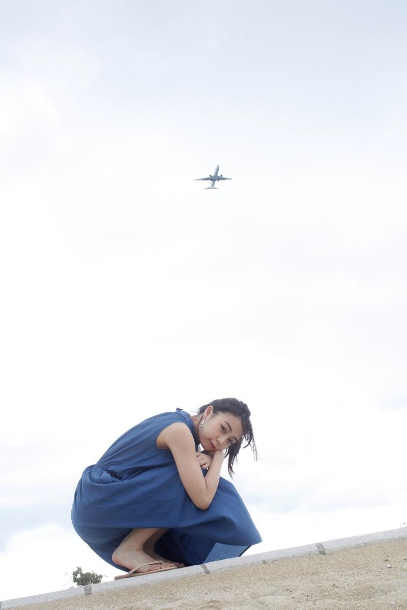 宇垣美里さん初のフォトエッセイ『風をたべる』をチェック♡ 今、最も気になるモア世代女子の全てがここに!【4/16発売】_2