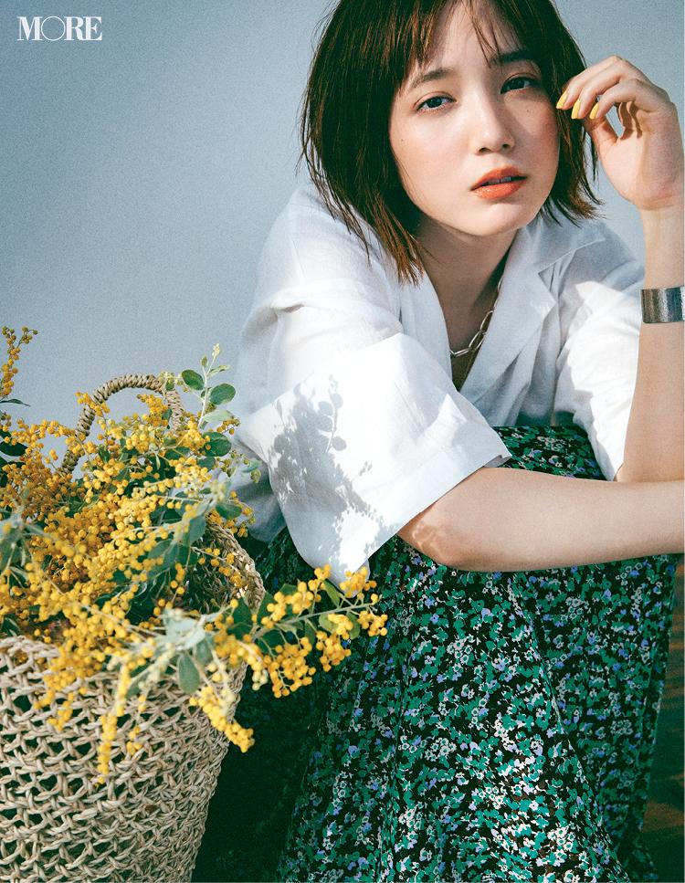 フレンチシックな花柄スカートをはいた本田翼