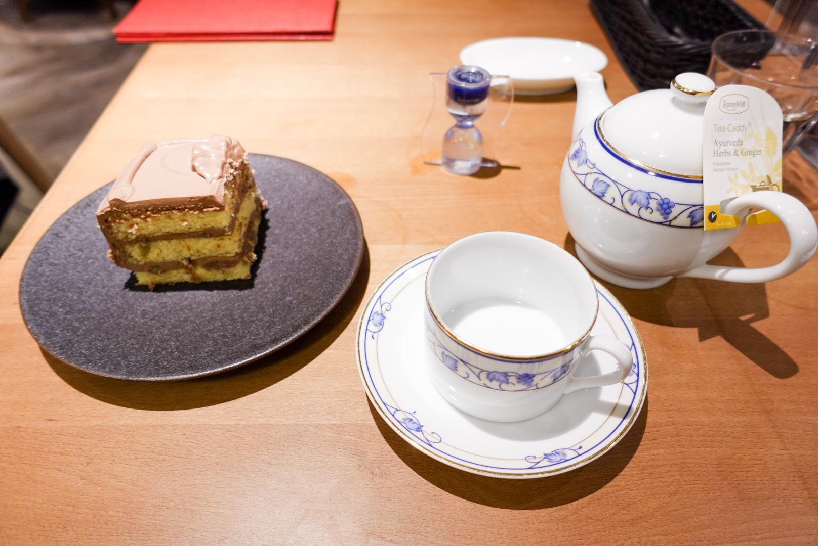 【大阪】マツコデラックスも大好き!?「Tops」カフェで人気のチョコレートケーキを食べてきた★くるみが入っていて甘すぎず美味しい_1