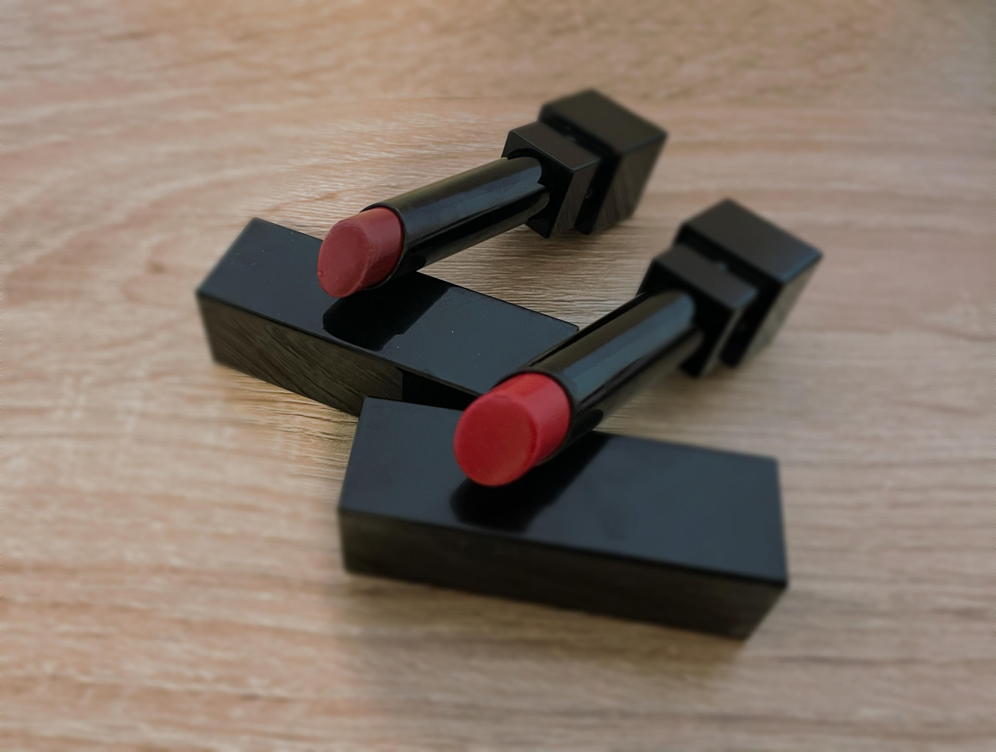 赤いリップ(口紅)が2本