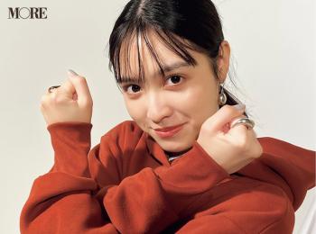 松本愛、指輪の見せ方のクセがすごい【モデルのオフショット】