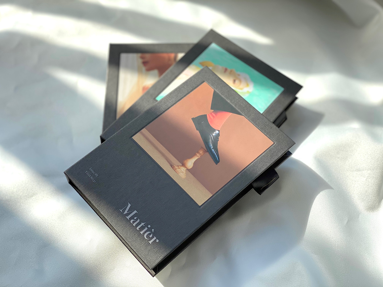 韓国コスメのマティエの「Makeup Book」は、アイシャドウ6色、チーク2色、リップ2色がセットになったブック型メイクパレット