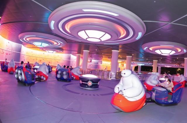 『東京ディズニーランド』の新アトラクション「ベイマックスのハッピーライド」 体験レポ♪ 面白さがハンパじゃない!_6