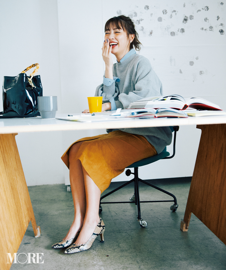 春のシャツコーデ特集《2019年版》- 20代女子におすすめ!オフィスカジュアルにちょうどいい きれいめシャツのコーディネートまとめ_20