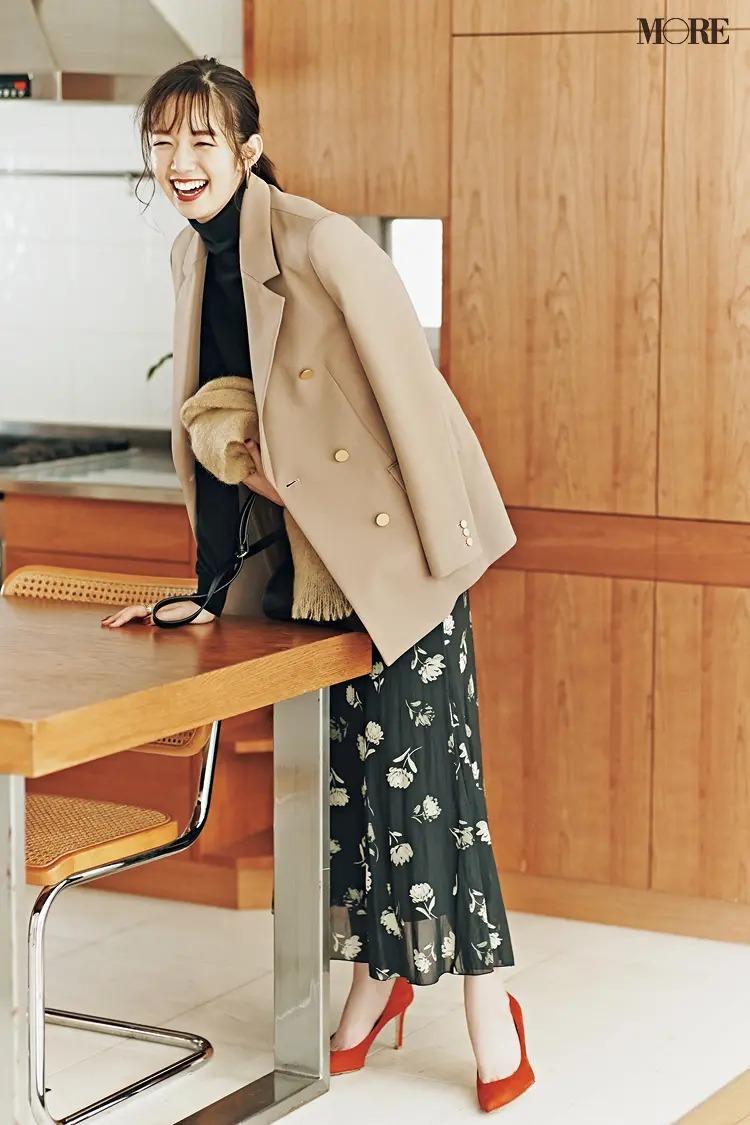 【ジャケットコーデ】花柄スカート×ベージュジャケット