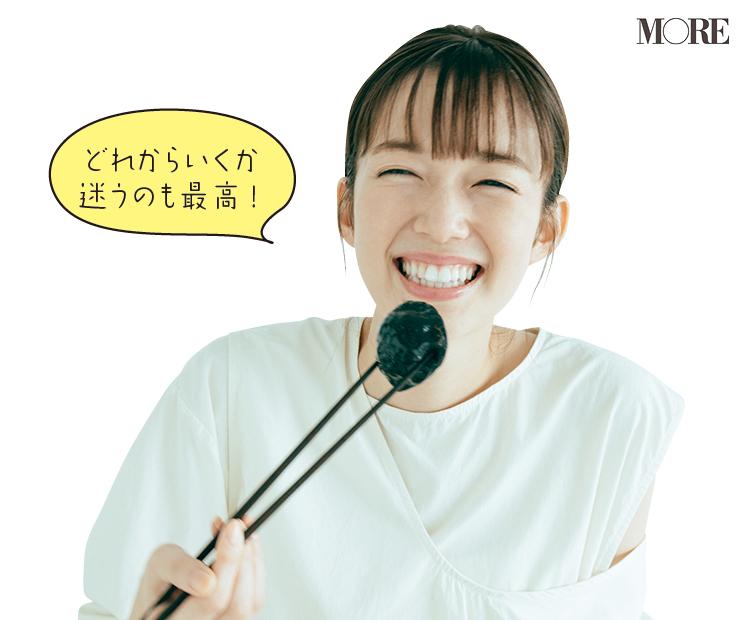 佐藤栞里が兵庫県のおすすめお取り寄せグルメ「大鳳餃子」のマカロン餃子を食べている様子