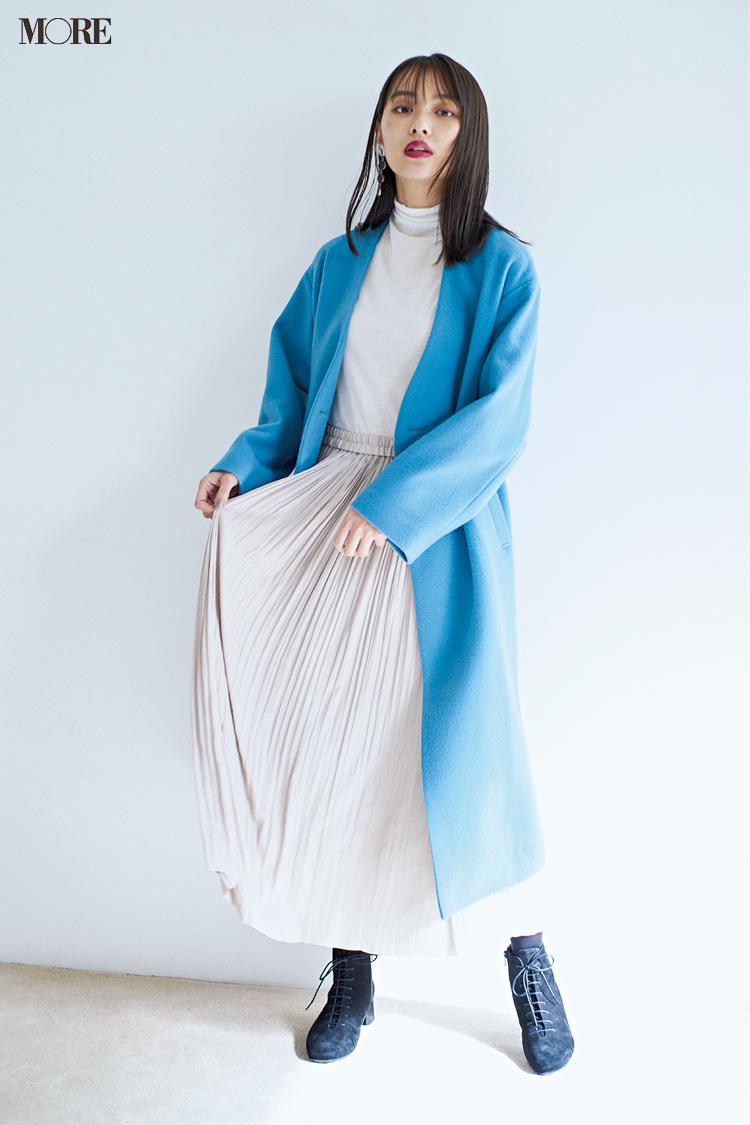 """【今日のコーデ】<内田理央>""""ほぼ白""""コーデに映えるブルーのコートをはおって年末のにぎわう街へ!_1"""