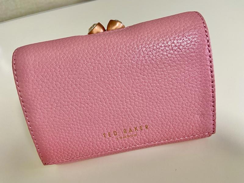 【20代女子の愛用財布】絶妙なサイズ感と驚きの収納力『TED BAKER』のお財布_1