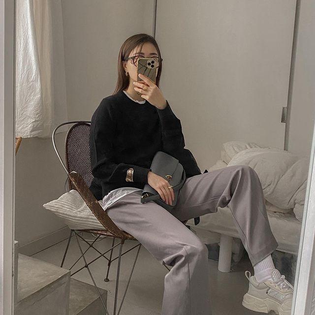 『ユニクロ』コーデ。「カシミヤクルーネックセーター」着画